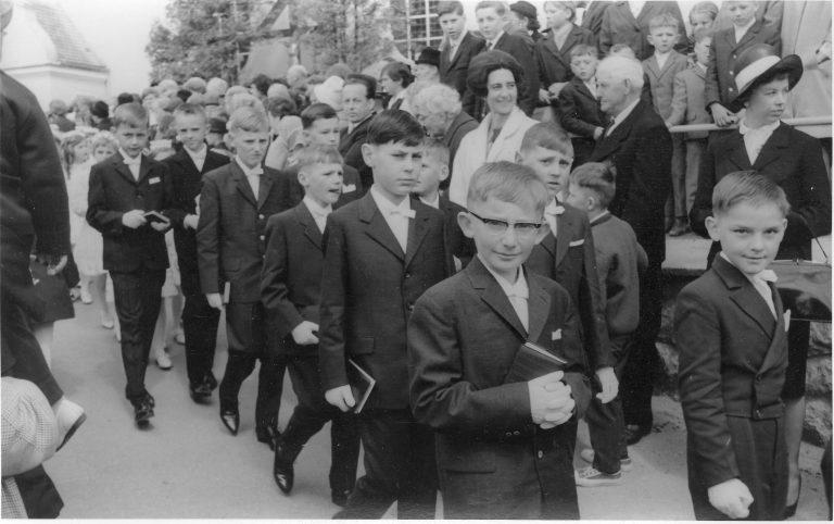 Bei der Erstkommunion (1964)